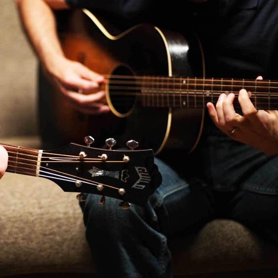 مدرس گیتار ٬ بهترین آموزشگاه موسیقی تهران ٬ آموزشگاه موسیقی تهران