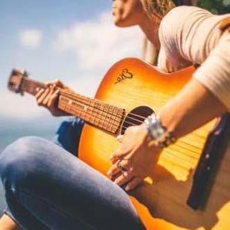 یادگیری موسیقی ٬ آموزشگاه موسیقی شمال تهران ٬ کلاس آموزش گیتار