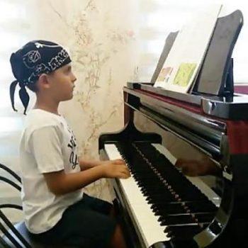نواختن کیبورد ٬ کلاس آموزش پیانو ٬ بهترین آموزشگاه موسیقی ٬ آموزشگاه موسیقی شمال تهران