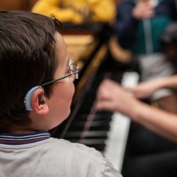 ناشنوایان ٬ بهترین آموزشگاه موسیقی ٬ آموزشگاه موسیقی تهران ٬ کلاس آموزش پیانو