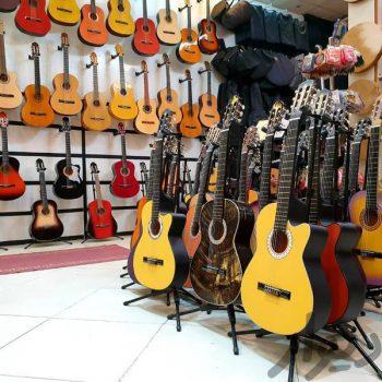 گیتار آکوستیگ ٬ کلاس آموزش گیتار ٬ آموزشگاه موسیقی شمال تهران