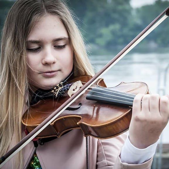 نوازندگی ویولن ، کلاس آموزش ویولن ، بهترین آموزشگاه موسیقی ، کلاس موسیقی