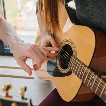 مدرس گیتار ٬ بهترین آموزشگاه موسیقی تهران ٬ کلاس آموزش گیتار