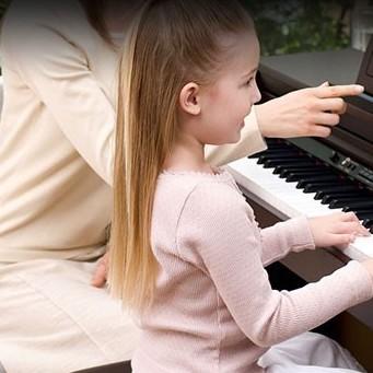 معلم کلاس آموزش پیانو ٬ آموزشگاه موسیقی تهران ٬ بهترین آموزشگاه موسیقی