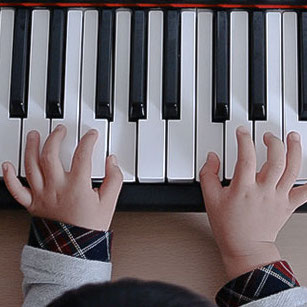 آموزش پیانو به کودکان ٬ کلاس آموزش پیانو ٬ بهترین آموزشگاه موسیقی