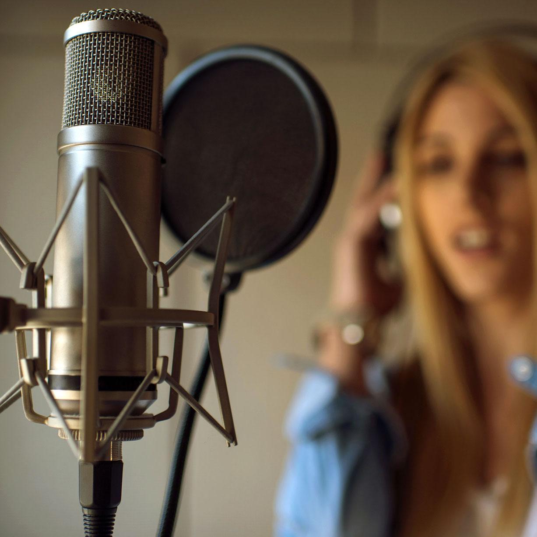 تمرین آواز ، آموزشگاه موسیقی ، کلاس آموزش آواز ، کلاس آموزش خوانندگی